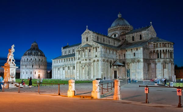 A night view of Pisa